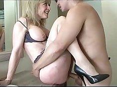 Big Mom Umpire Tight Blonde Seduces Son